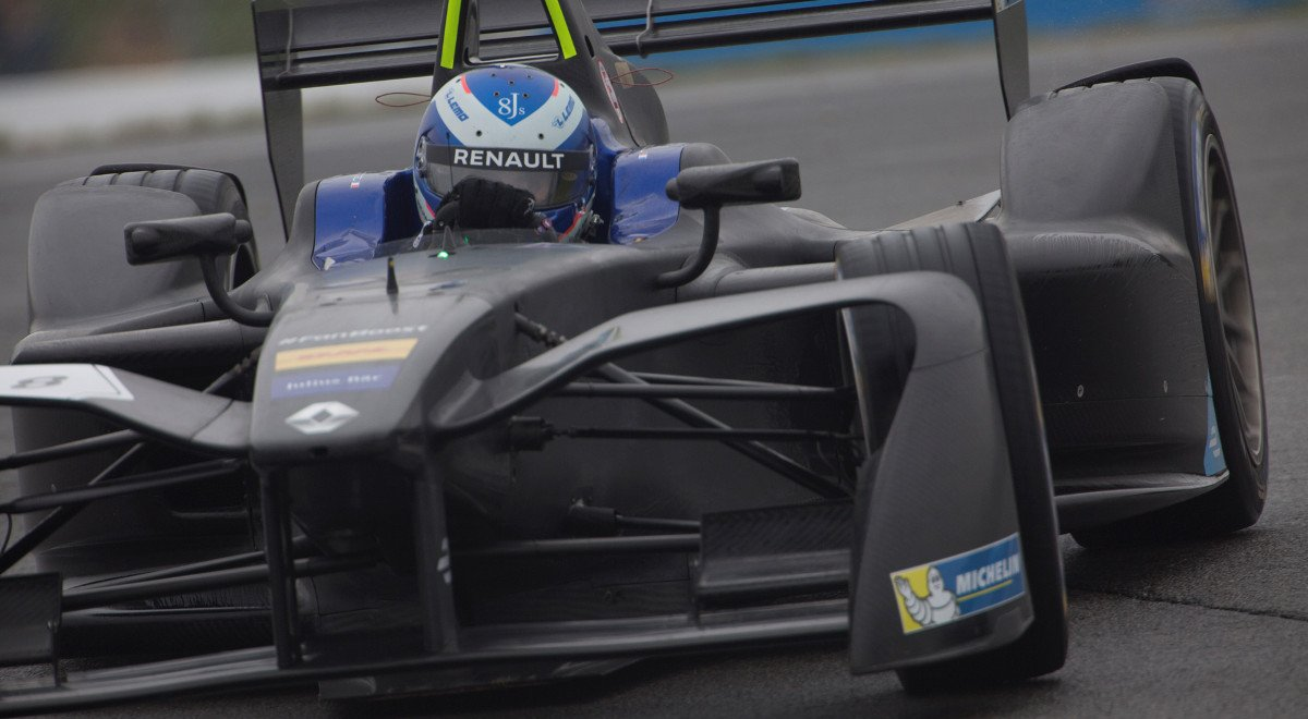 Renault e.dams conclude positive first test